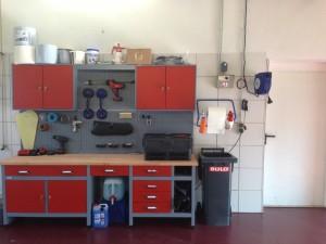 Fachwerkstatt für Autoglas,  Windschutzscheibe, Werkzeug Scheibenaustausch